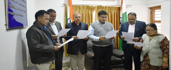 Consul General Shri Ashish Middha administered pledge to Consulate officials on the occasion of National Voters Day on 25th January 2019.