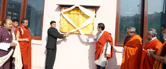 His Royal Highness Jigyel Ugyen Wangchuck and Consul General Shri Pieyush Gupta unveiling the Multi- Sports Hall on 21st Jan 17 in Phuentsholing